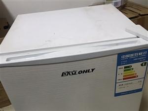 欧立冰箱,0.28千瓦,一级低能耗。48升。小型迷你冰箱9成新,有需要的联系我哦。是一级省电冰箱哦。