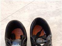 酒钢劳保鞋一次未穿,35码。