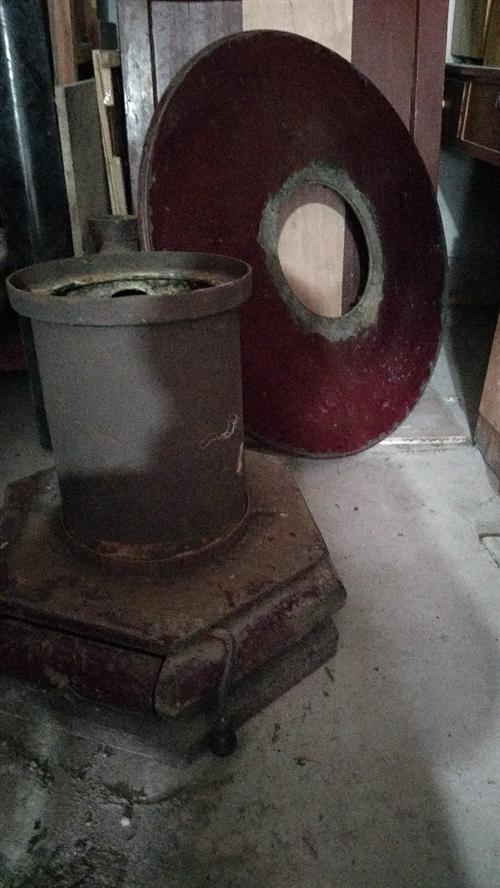 已装天然气,处理6成新直径90cm铜碳炉,**价280元,自提,不议价。(去年换加厚烟囱就接近200...