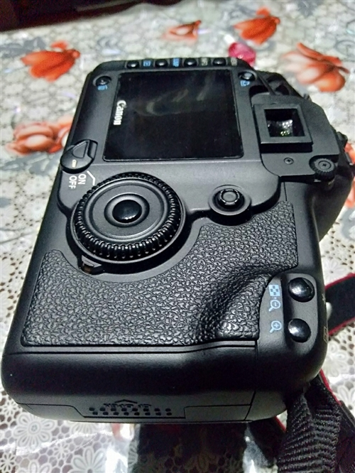 出售佳能5D全画幅单反相机,声音好听,功能正常,成色挺好,+佳能28/105镜头,配件齐全,到手就可...
