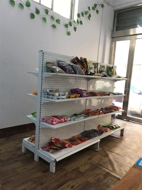 新貨架,1.8長,雙面,還有四組菜貨架,都是九成新,用了沒幾天,因個人原因轉行,現急轉,需要的聯系