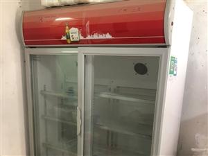 展示柜,冷藏,八成新。交易地址通城�h白沙大道。有意���系15872878512
