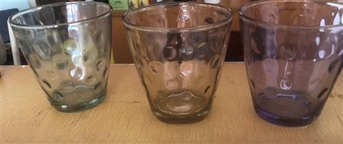 好幾百個炫彩杯,有好多種顏色,有看得上的聯系,微信同號