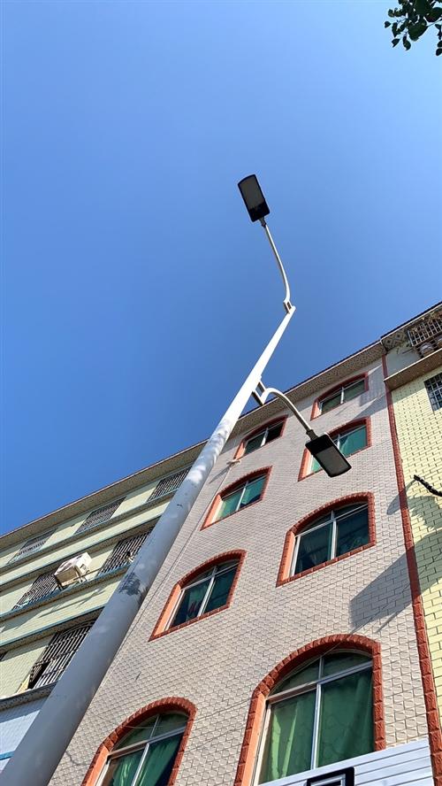 出售马蹄岗路边整栋商住房店面出售!有想法的来。5层带店面 327平方!价格面谈。