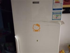 新飞冰箱一个300,单门海尔冰箱一个200,微波炉一个400