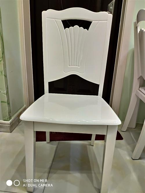 家里自用餐桌转让,带六把凳子,规格1.4×0.8米。白色,图片为实拍,购置于2018年初,几乎**。...