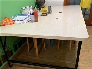 桌子�D� 一千五做的   桌�L2米5 ��一米二 高70公分
