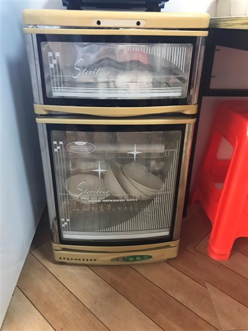 **灭蝇灯未用过,处理价60 家用消毒柜便宜卖60