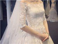 婚纱L号,穿过一次,150元出售,送小披肩。