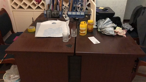 武都区出售九成新办公桌椅,老板桌椅。要的18293950588