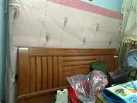 实木床很新加床垫1米8用了半年便宜处理。需要的朋友尽快联系。