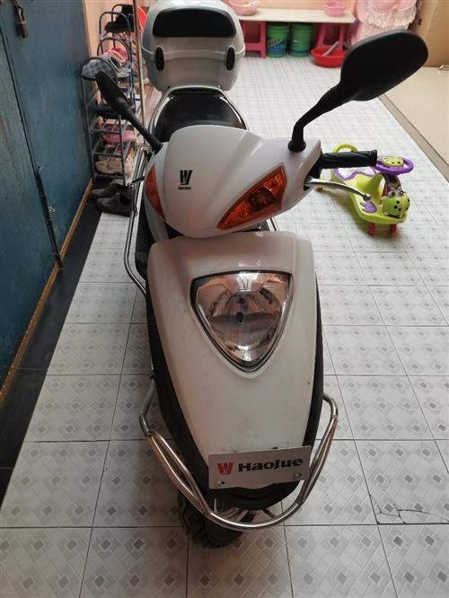 豪爵鈴木,15年買的車,一直閑置在家,車況良好,里程3700公里,9成新,手續齊全,由于沒有摩托車駕...