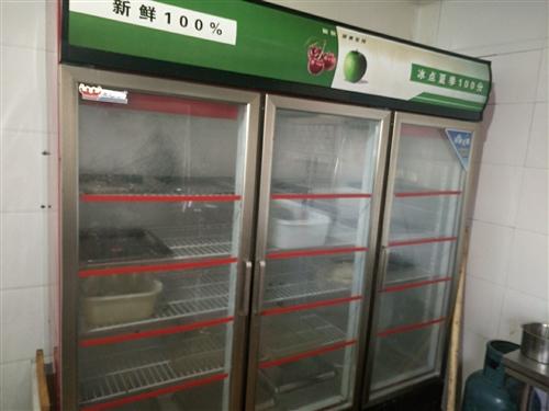 燒烤店所有設備給錢就賣   兩臺地柜,一臺冷藏展示柜三開門,一臺冰柜,燒烤爐一臺,桌椅10套 ,消毒...