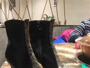 碧盈牌牛皮短靴35�a黑色的 地址�在黑��江省 有需要的���系