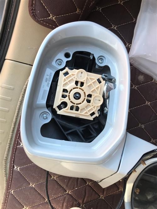 12款长城C50后视镜一对,都是原厂的,正驾驶转向灯罩坏了,正驾驶这边80,副驾驶150