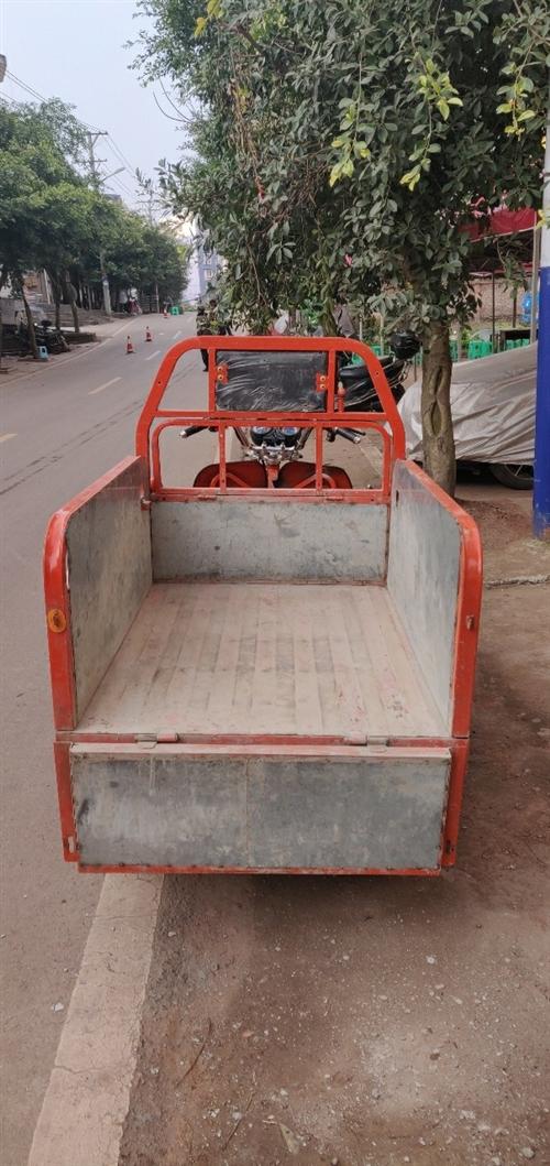 三輪(油電兩用),永不斷電  電池才換不久,裝的油電兩用,跑多遠都不是問題,可拖重貨,貨箱長1....