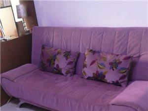 两用布衣沙发,长2米,宽1.2米,放平可睡2人。八成新,仅用5个月。地址:崖城区万桂花园二期。价格可...