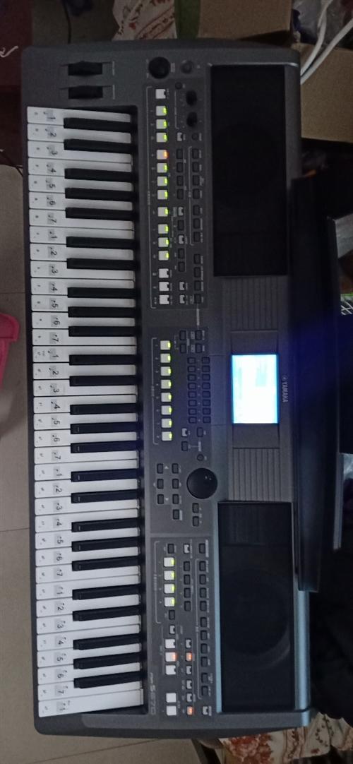 我这电子琴是670是**。我5500买的,琴架,琴包说明书包修卡,音色包,教材书。就才U卡全有,我的...