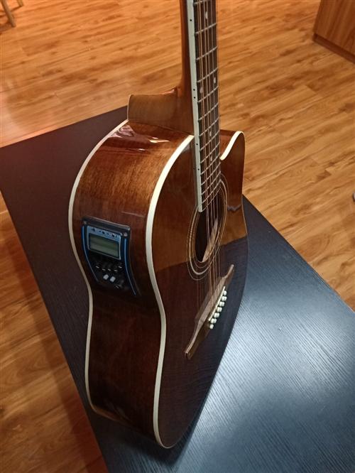 12弦吉他,有喜歡的朋友嗎?可以,進來瞧一瞧,帶拾音器。 12弦吉他的優勢:音色飽滿,亮澤,甚至比...