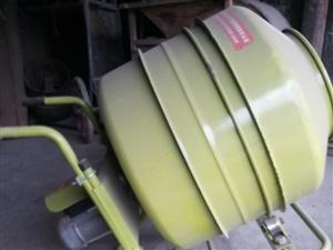 小型��拌�C,功率是4000瓦,可以正反�D。9.8成新,�I�磉��]用�^。