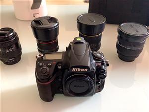 尼康d700全画幅尼康相机,入门**不心疼。相机橙色一般,快门七万左右。相机皮有点拖,可以自己拿下来...