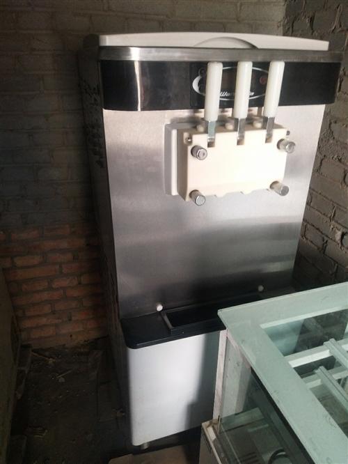 冰淇淋奶茶店撤下来一批设备和材料,有需要的朋友可以联系,要部分或者全套都可以