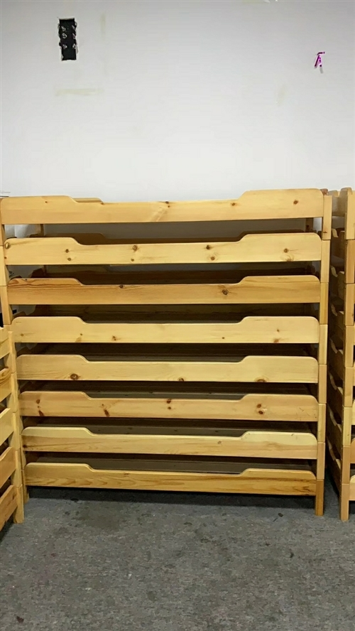 小饭桌或者家用小木床24张,1.7×60   方便叠放省地方,自己定做的,99新,买回来用了一次,带...