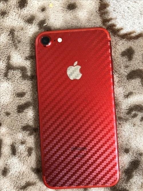 出售蘋果7,128G。紅色。只換過電池。其他沒動過。電池效率百分之99。愛思評分95??尚〉?,大刀勿...