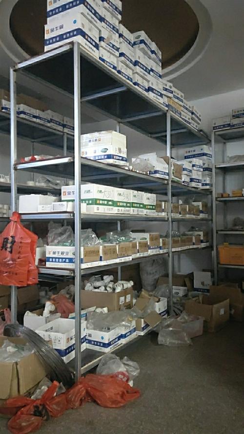 本店重新裝修有部分貨架收銀臺柜孑出售