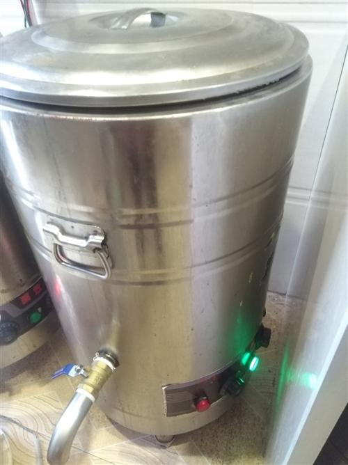 用电煮面炉,泡粉炉,40L七成新,280一个便宜出售。消毒筷子机,用了几个月,8成新,100一台。