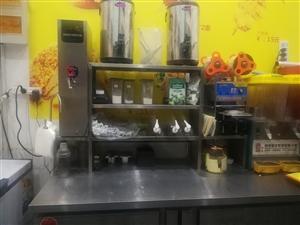 店铺转让,操作台冰箱,热水器,封口机,饮料机,面包机,炸锅,烧烤机,铁板,有需要的联系我