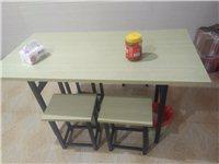 八成新桌椅,桌子可折叠。一套120,一共六套。