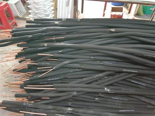 空调管套线和管都套装好,有意者来电下单,长度3米至25米都可以生产。18889330510,符先生。