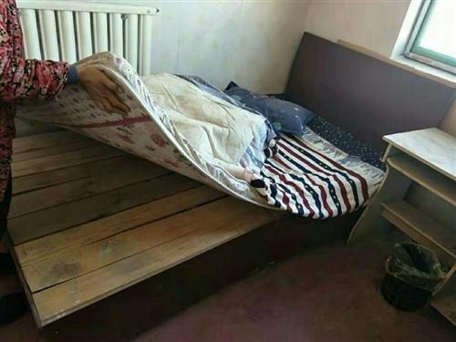 宾馆到期,处理床1.5?2米的3张,1.2?2米的4张,送床垫