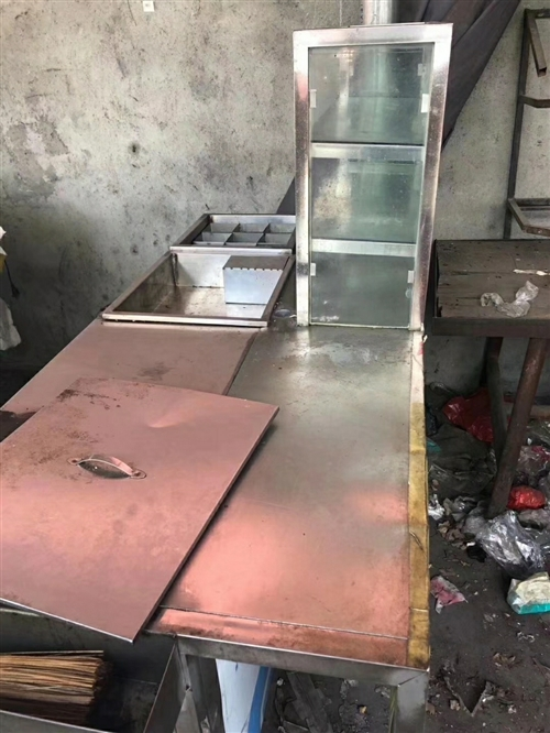 现有多功能不锈钢小吃灶具、桌子、凳子九成新特价出售,价格面议。 联系方式:199 8354 548...