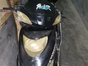 出售一辆宗申125踏板摩托车,车况良好3--4成新 有牌,车审过期了。**在凤翔县城。 联系我时...