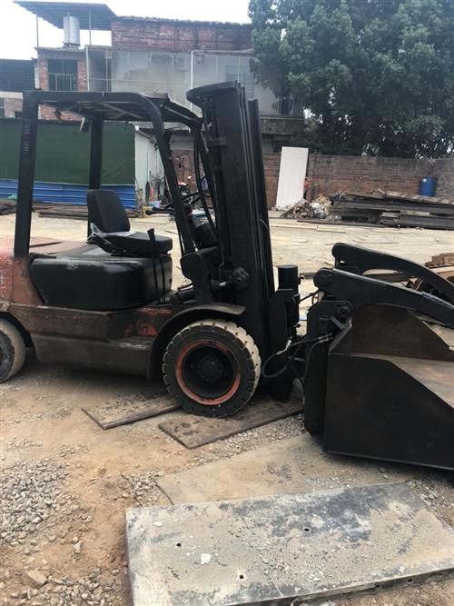 杭州叉车3.5吨,升高5米,495发动机带倾翻,自用没翻新过,带反牙带斗,场地拆迁转让!