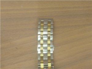 急用钱,贱卖。一年前买的两千块钱的手表,卖两百块现在。没发票。联系方式15120690816