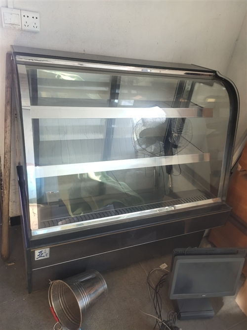 饭店转让,厨房电器低价出售,有需要的速度联系,价格优惠,联系号码15179773631