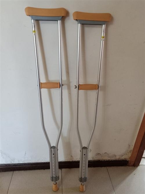 铝合金腋拐,防滑,高低可以调节,新买来用了一个月,可承受100公斤体重。