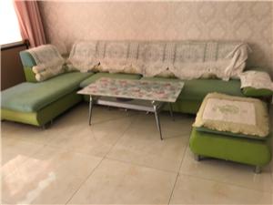 做婚房,准备处理一部份东西,沙发颜色有掉,装上沙发套可以说**沙发适合,客厅比较大点的。电视柜,便宜...