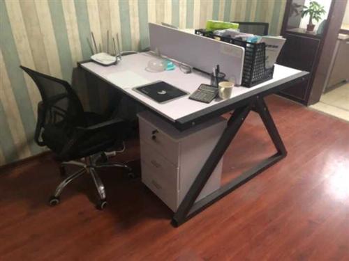 某公立单位办事点撤销。现转让办公桌椅,9.5成新,几乎未用。