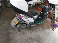 豪爵踏板摩托车九成新,买来没怎么骑在外面上班,才骑14000公里证件齐全