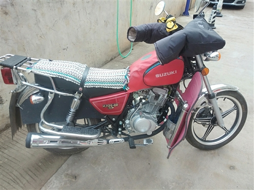 出售一輛**的**:豪爵 摩托車技能電噴,買來四個月左右才走了三千多公里。證件齊全。包過戶。價格買來...