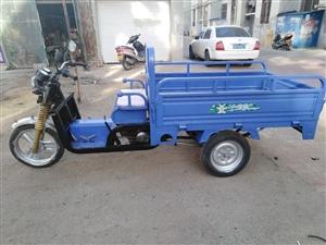 两台助力三轮车出售,110.125发动机供你选择,啥毛病没有,动力十足,嘎嘎板正,有需要的朋友前来洽...