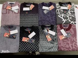 **衣服批发处理,短袖每件25,羊毛衫30,外套38   100件起批大量要的找我185543511...