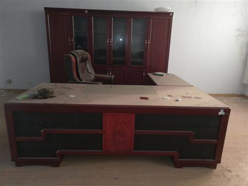 办公用品一套,**,桌长约2.6米。价格加微信商议
