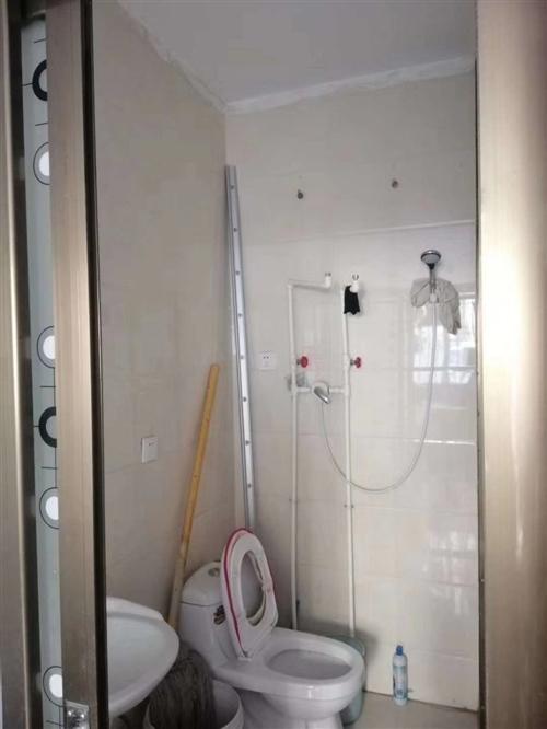 新州天府車庫出租,水電暖齊全,能洗澡???? ,能做飯,有意者與18693710192聯系