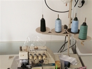 服装厂置换新机,低价出售一部五线机,一部四线机,三台平车。有意向电联,范,18479764789。石...