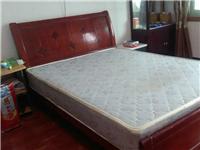 1.5*2.0实木床一张,只有床,没有床垫了,本地自提